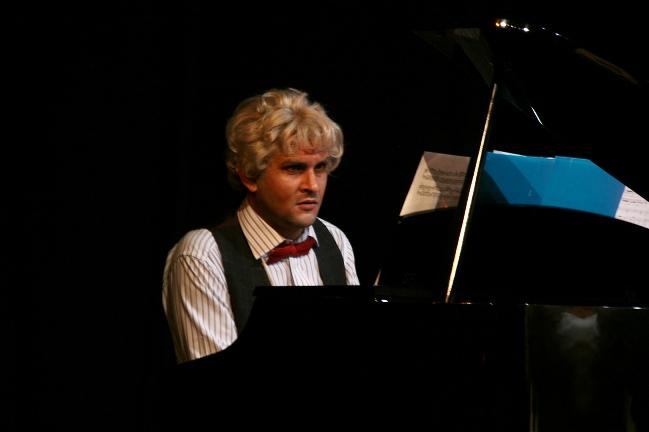 Marc García, al piano en Forever Young