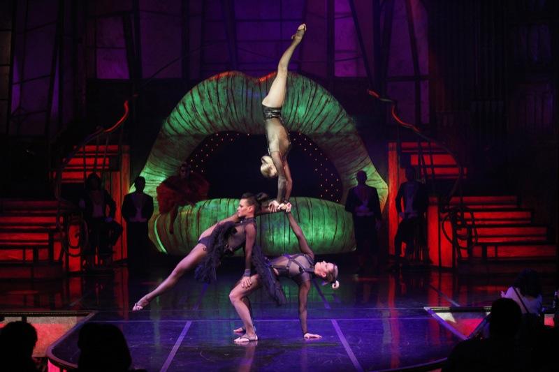 """The Hole"": club, teatro y cabaret en el Teatre Coliseum"