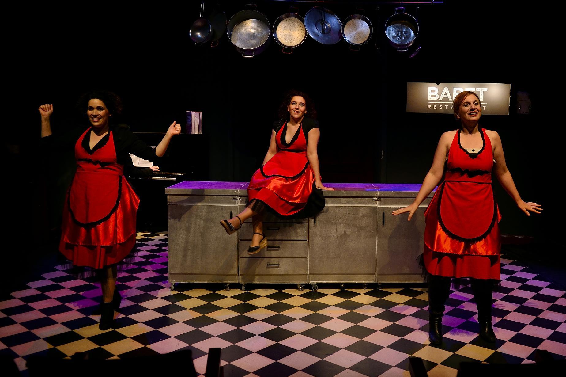 """Se estrena una nueva versión del musical """"Babet, cuina a tres veus"""" en el Versus Teatre"""