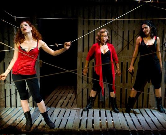 "Descubre ""Carmela, Lili, Amanda"" en la Sala Atrium de Barcelona"