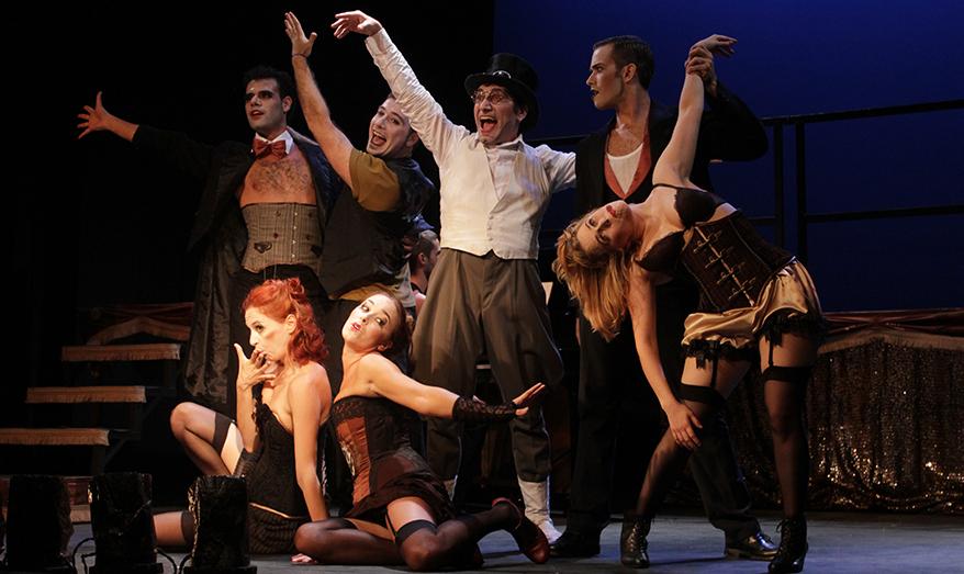 Flor de Nit el Cabaret, la reinvención de un clásico en el Almeria Teatre