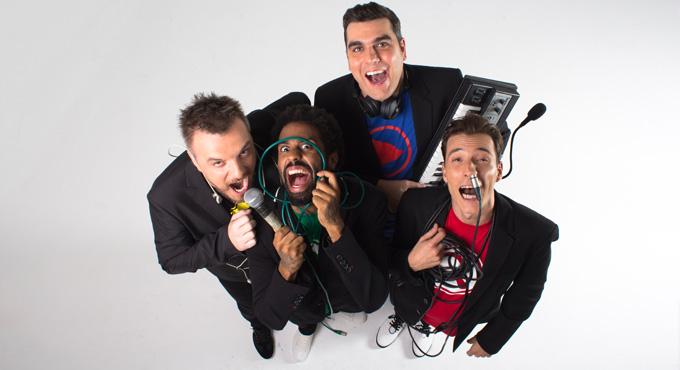 Clicks: humor, risas, grandes voces y conocidas canciones