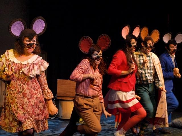 """Estreno del musical """"Rateta, ...i si escombres l'escaleta?"""" en el Jove Teatre Regina"""